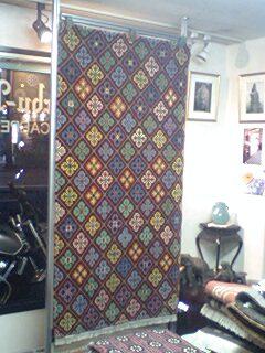 チベット絨毯を紹介します。