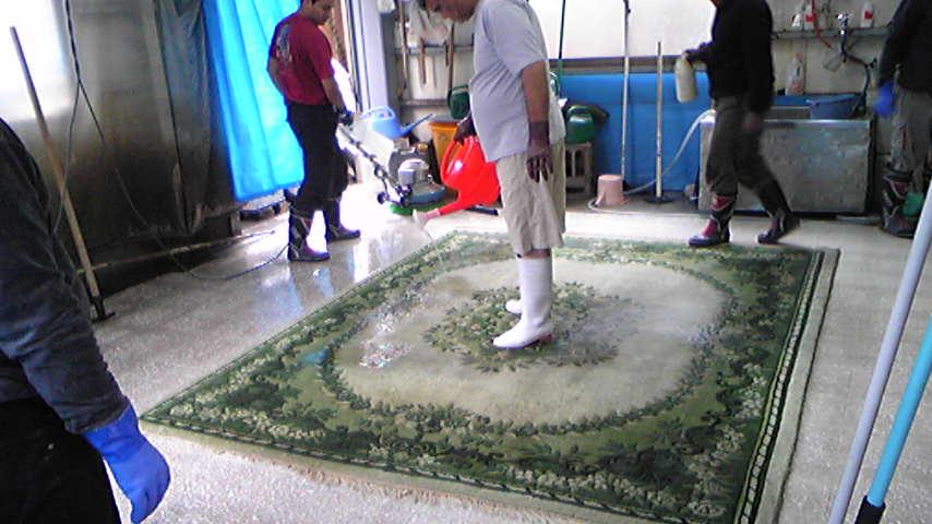イランからシミ抜き職人