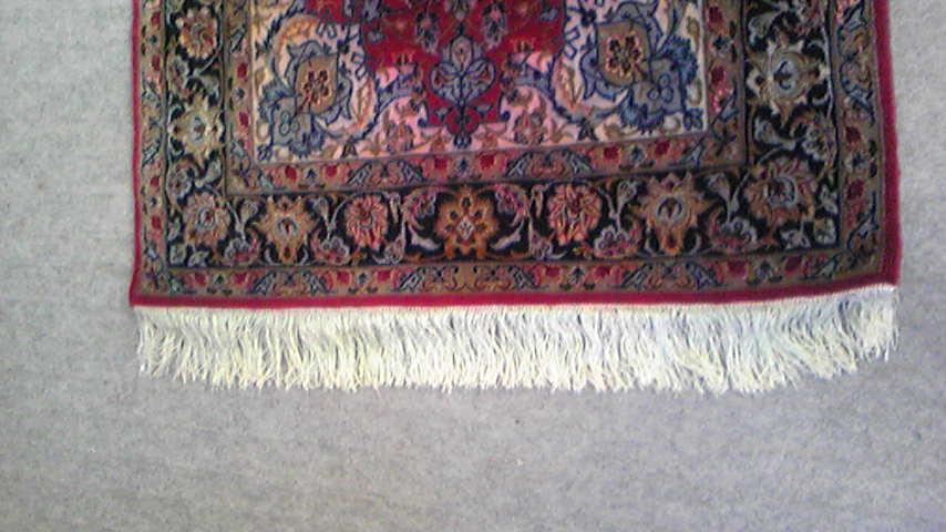 ペルシャ絨毯房にスジ